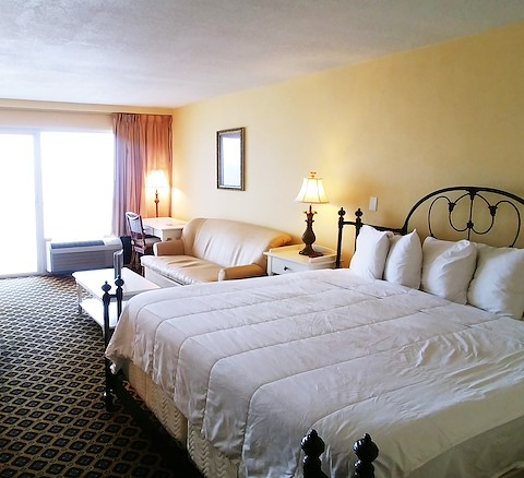 Double queen bed lodging in Daytona Beach at our oceanfront hotel
